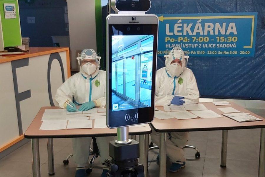 Nemocnice Blansko pořídila do vstupních prostor nemocnice dva termodispleje  pro okamžité snímání tělesné teploty